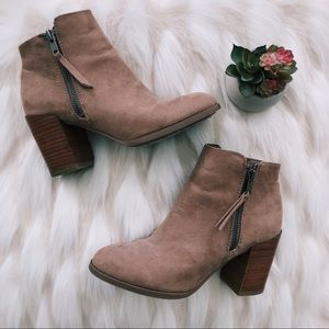 Tan taupe faux suede heeled zip up booties size 6